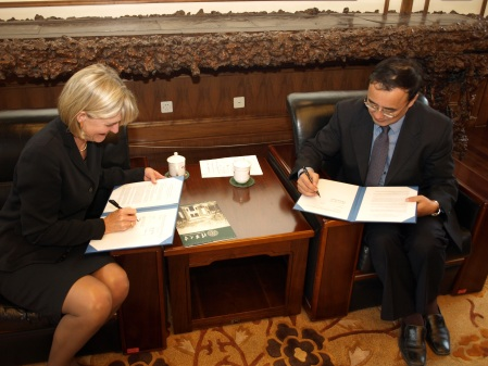 Lt. Governor Lawton and Tsinghua University Director Xie Weihe sign the student exchange agreement